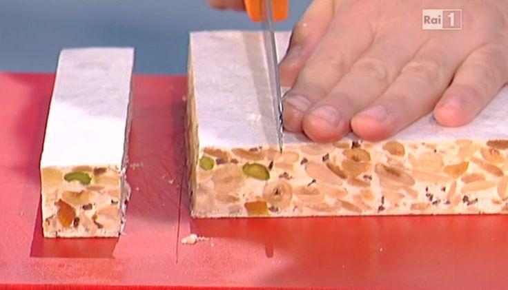 La ricetta del torrone morbido alla frutta di Luca Montersino del 19 dicembre 2015 - La prova del cuoco