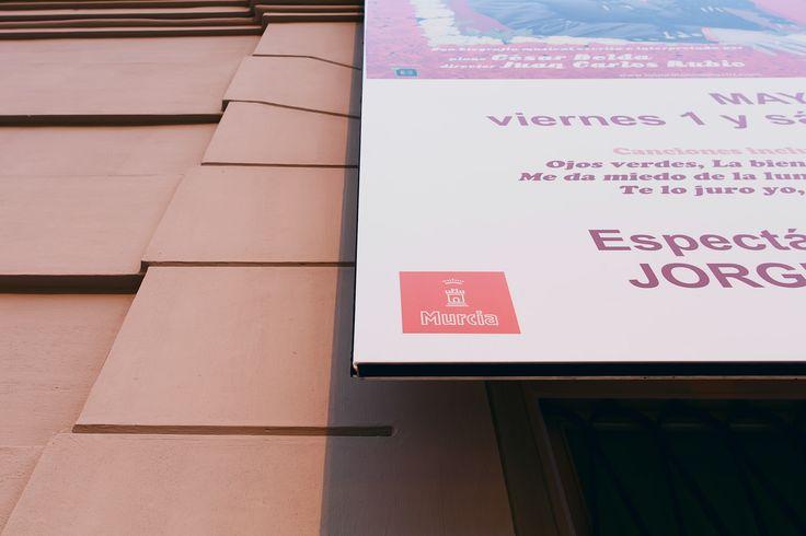 Teatro Romea de Murcia Impresión e instalación de diferentes soportes en la fachada del edificio y que son empleados para la comunicación de la programación de eventos.