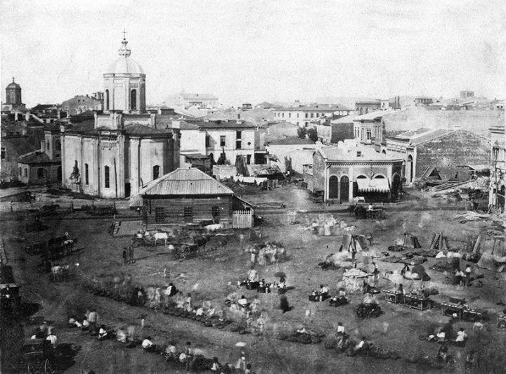 Bucureşti Biserica Sf. Anton, 1856 În dreapta, casa în care e azi Cafeneaua Veche. În stânga, se observă turla bisericii Sf. Dumitru (azi în spatele Muzeului Național de Istorie a României) foto: Ludwig Angerer