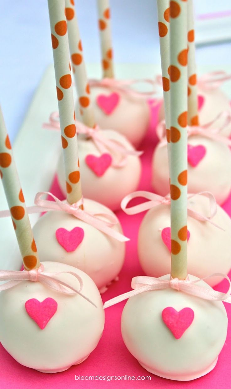 Cake pops with hearts