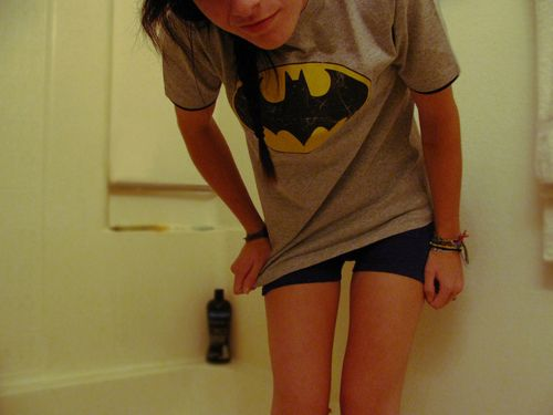 Skinny girl leg gap workout... I have small legs but never small thighs. Now I know why!! I work out my inner thighs way too much!! Great tips. (and awesome batman shirt)
