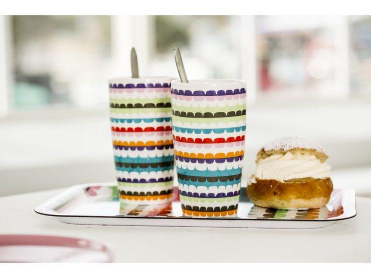 Hrnky na latté se lžičkami SAGAFORM Pop. Porcelánové hrnky na latté se lžičkami…