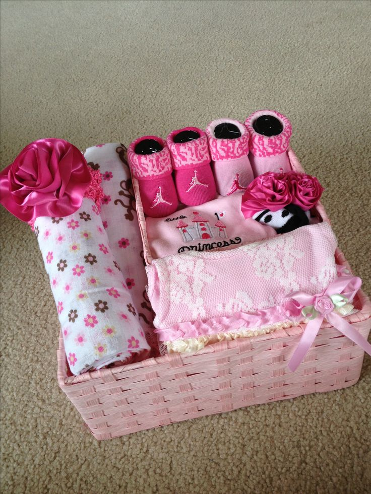 die besten 25 baby girl gift baskets ideen auf pinterest. Black Bedroom Furniture Sets. Home Design Ideas