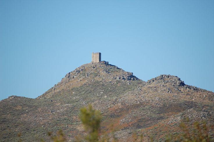 Silueta de la Sierra de Almenara, con su Torre vigía, uno de los iconos paisajísticos de la comarca de Sierra de Gata.