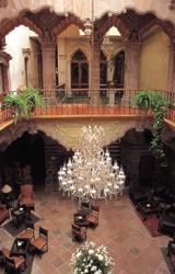 Casa de la Marquesa de la Villa del Villar del Águila, Queretaro, Mexico. Construida en 1756. Fachada es estilo barroco, resuelto con detalles labrados de cantera, destacando el marco de la puerta principal que se eleva hacia el Segundo nivel, con una cornisa moldurada y dos remates pinaculares que enmarcan el escudo nobiliario de la familia. El patio interior con arqueria de influencia mudejar.