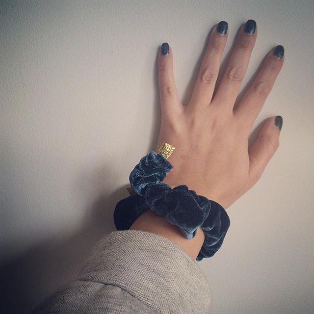 💅🏽 #blue #scrunchie #bow #silk #hair #hår #madeinoslo #handmade #gamlebyen #grünerløkka #grønland #tøyen #kampen #oslo #emiliethwin