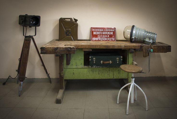#industrial #workbench #design #industrialinteriors #projector #tripod #vintage #vintageinteriors #enamelsign #swivelchair #furniture #vintagefurniture #industriallamps #industrialfurniture #store #antiques #brocante #europe #vintageindustrialfurniture