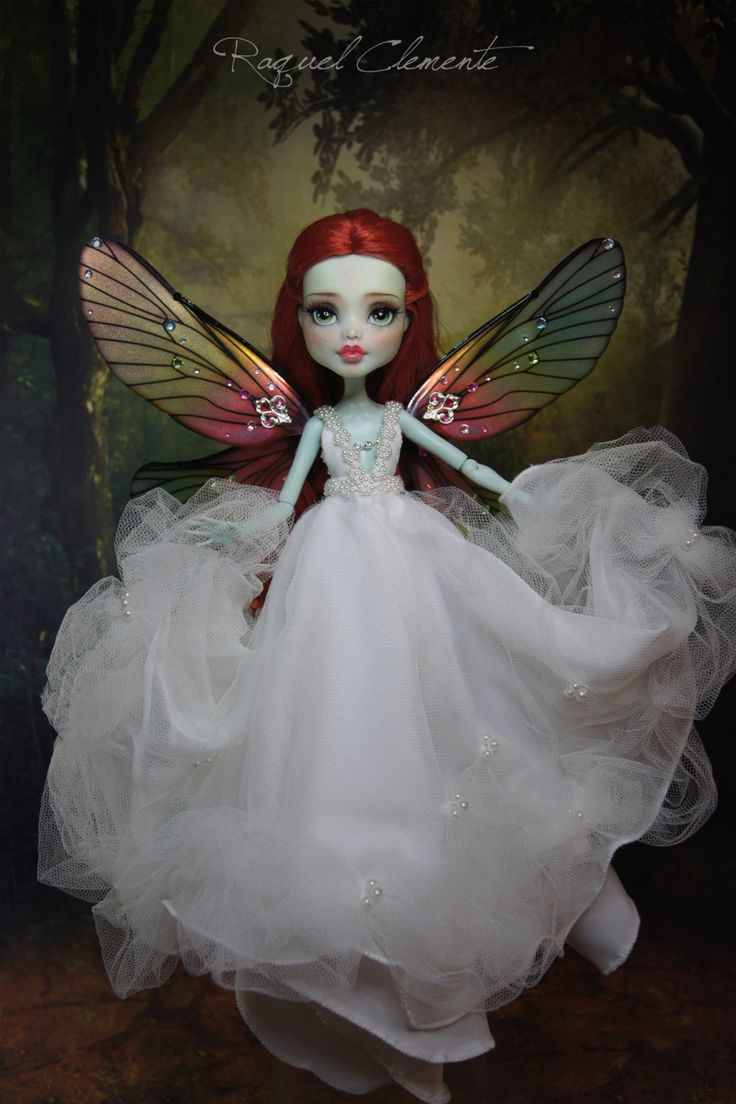 This listing is for a complete custom / repainted Frankie doll, Melissa, the red/white fairy. Draculaura doll Evangeline, is not included. The price of the doll is higher because of all the hours of work that there are behind, in addition to materials I have used. I provide high-quality photographs for you can see even the smallest details in the makeup and dresses. You can enlarge the picture all you want. Please, consider the work of photography, editing and packaging of the doll...