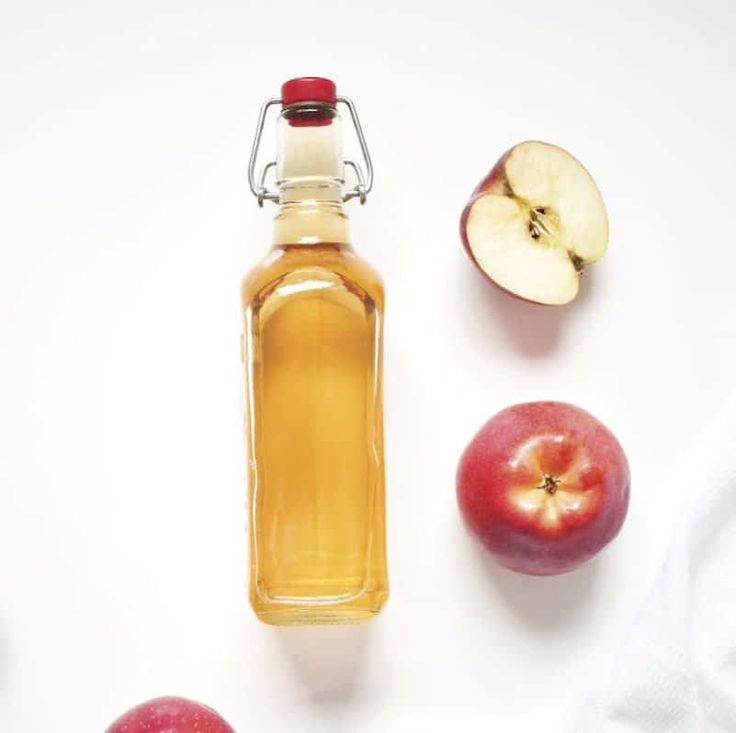 Apple Cider Vinegar for Hair Rinse by @draxe Apple Cider Vinegar For Hair, Organic Apple Cider Vinegar, Vinegar Hair, Homemade Conditioner, Hair Conditioner, Essential Oils Cleaning, Lemon Essential Oils, Diy Beauty, Beauty Ideas