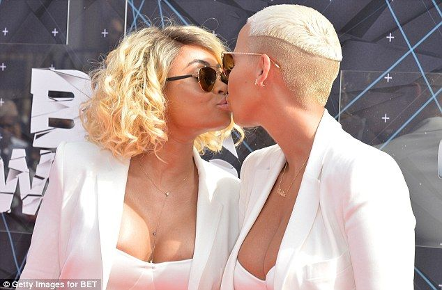 Amber Rose and Blac Chyna attend 2015 BET Awards as each other's dates — Cute Pic - https://www.nollywoodfreaks.com/amber-rose-and-blac-chyna-attend-2015-bet-awards-as-each-others-dates-cute-pic/