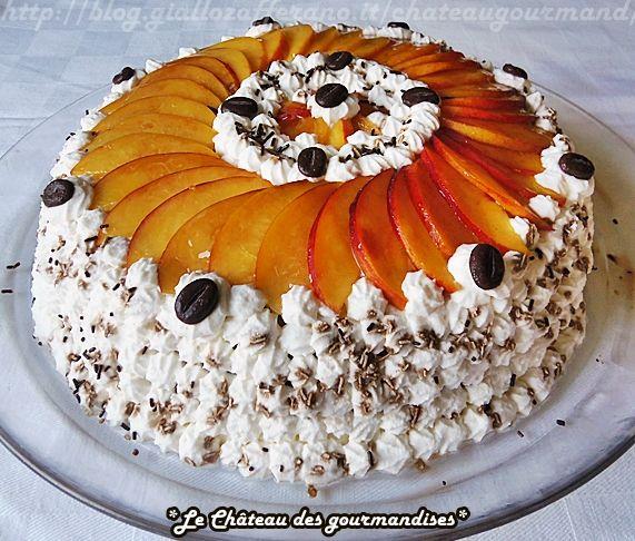 Torta alle pesche, caffè e cioccolato - Cake filled with chocolate-coffee cream and peaches