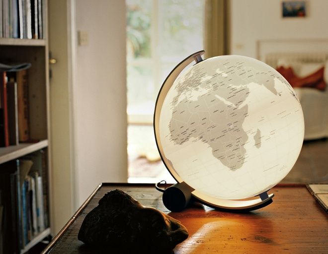 I've got the whole illuminated world in my hands! The Earth Globe Lamp - Best 25+ Globe Lamps Ideas On Pinterest Globes, Global Map And