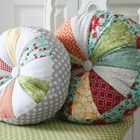 DIY quilted sprocket pillows - and many more quilting tutorials
