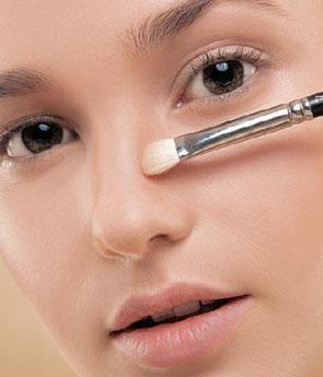 Truques de maquiagem para afinar o nariz - 5 passos | Eye makeup, Makeup, Eye make