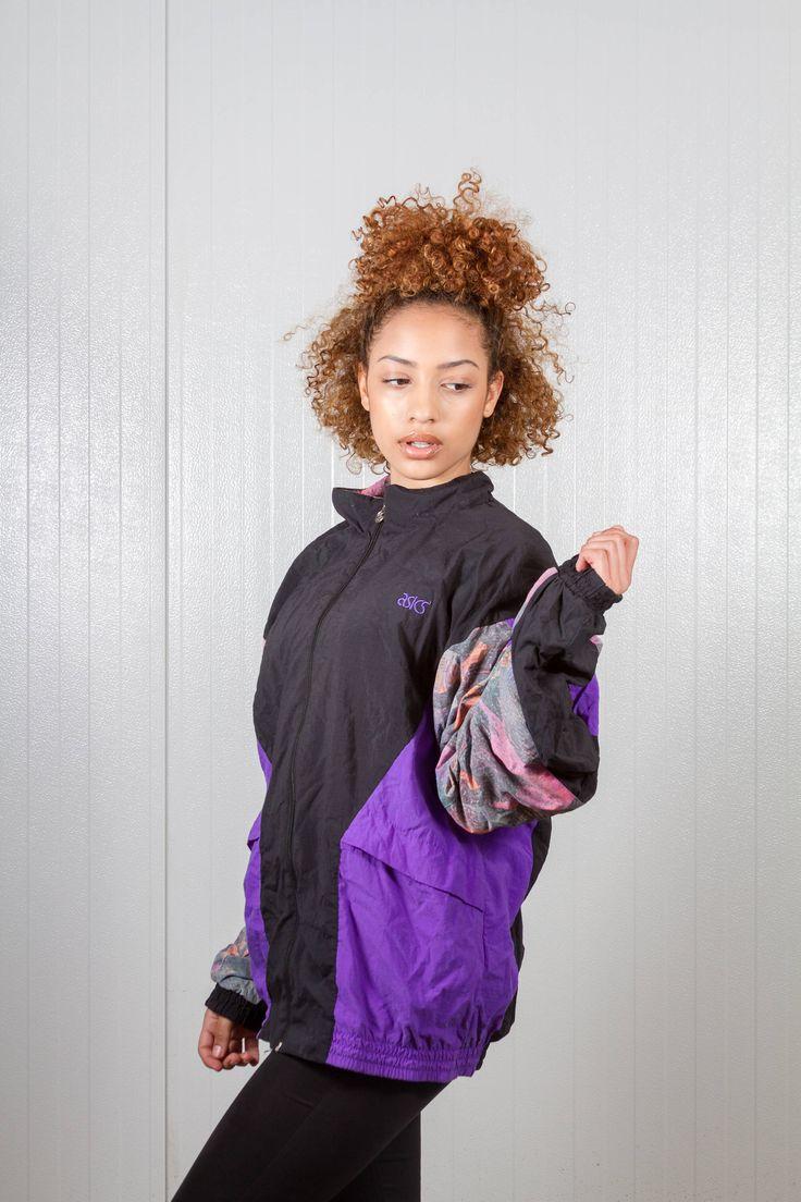 90s vintage Asics sport jacket. Shop it here: https://www.etsy.com/nl/listing/514390508/vintage-jas-van-asics-80s-oversized