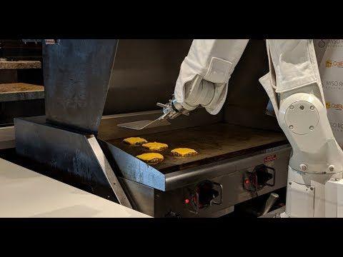 Flippy el robot de hamburguesas que comenzó a trabajar esta semana en un restaurante de California se vio obligado a tomar un descanso porque era demasiado lento.  El robot se instaló en un punto de venta de Cali Burger en Pasadena y reemplazó a los cocineros humanos.  Pero después de solo un día de trabajo el robot se desconectó para que pueda actualizarse y funcionar más rápido.  Sus ayudantes humanos también están recibiendo entrenamiento adicional para ayudar al robot a mantenerse al día…