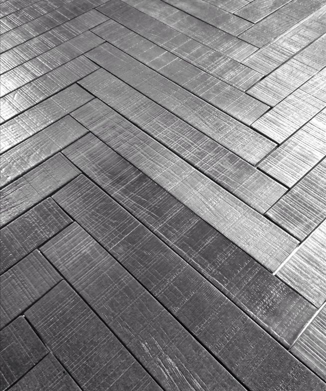 Rigo by 41zero42: a wood-look modernized by a surface shine and a grayscale palette. #Cersaie2015