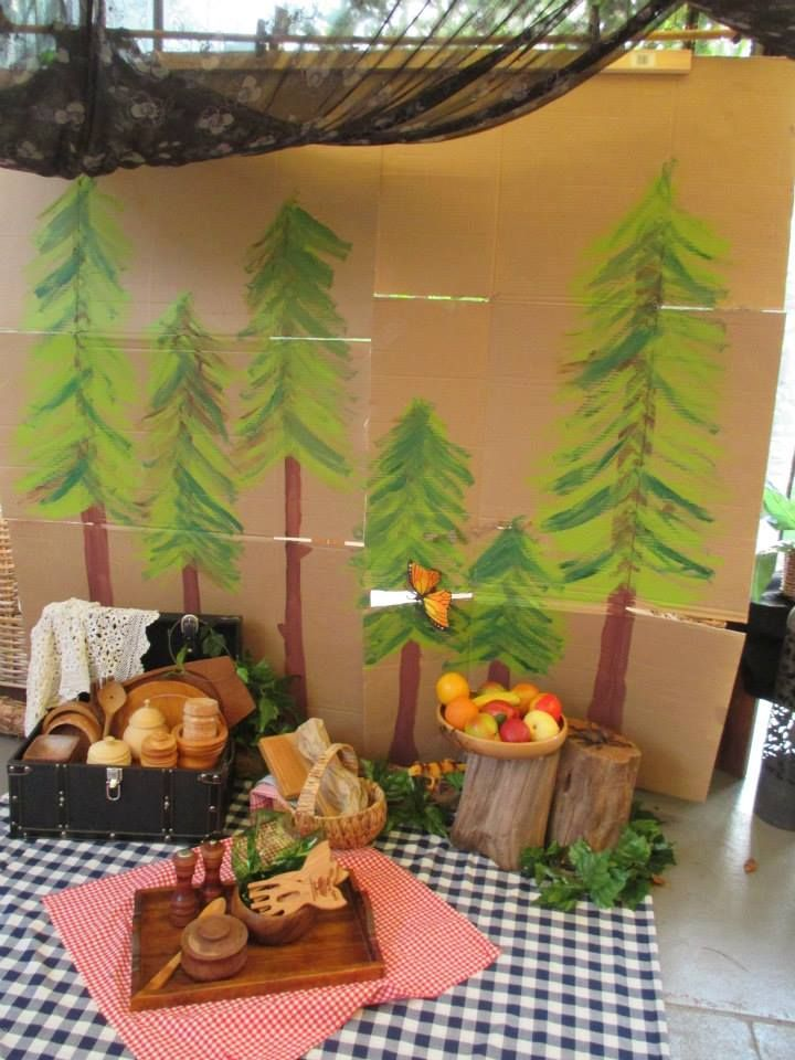 painted tree cardboard backdrop for storytelling, imaginative play, or nature table, image via Lyn's Family Day Care https://www.facebook.com/pages/Lyns-Family-Day-Care/427016157428543?sk=photos_stream