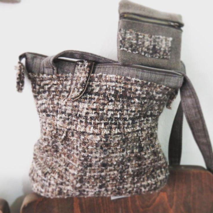 Avete presente quelle vecchie e morbide gonne di lana che portavano le nostre mamme o le nostre nonne? Ecco proprio quelle... ora è diventata una borsa a tracolla, con cerniera e bustina! Un batuffolo di lana morbidissima!! Grazie Laura per avermela affidata !! #artefatti #artigianato #sartoria #cucito #bag #handmade #love #viagiorgioregnoli36 #forli #Forlí