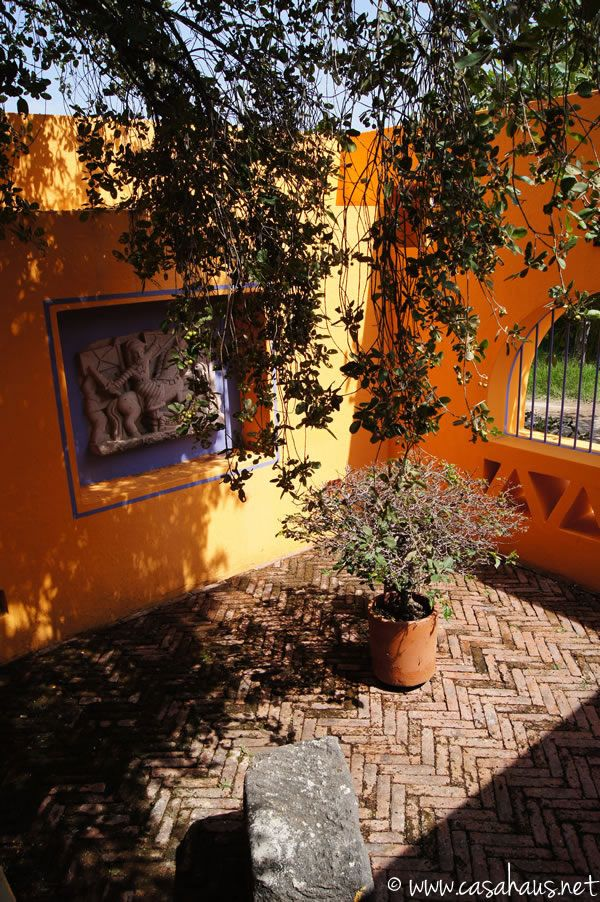 Mexican patio / patio mexicano | Casa Haus