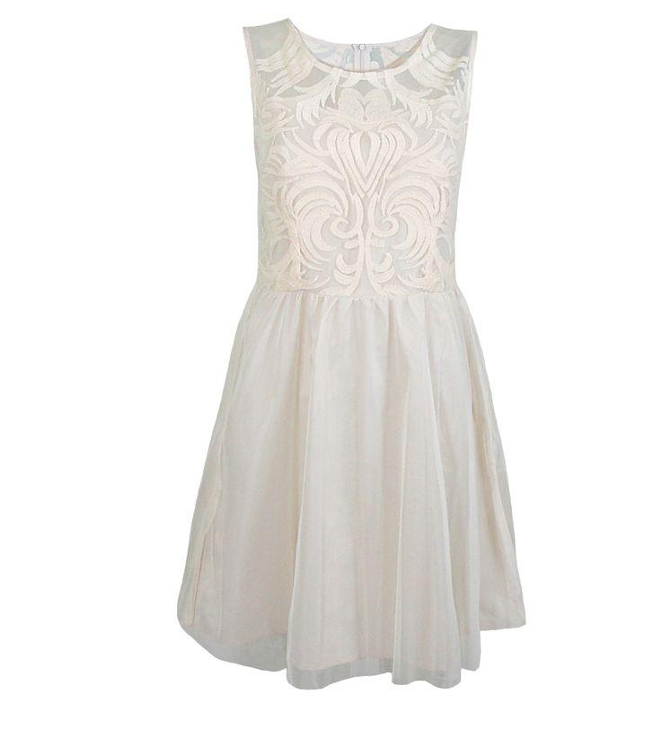 http://www.signific.pl/sukienka-tiulowa-z-gipiura-ecru-id-1127.html