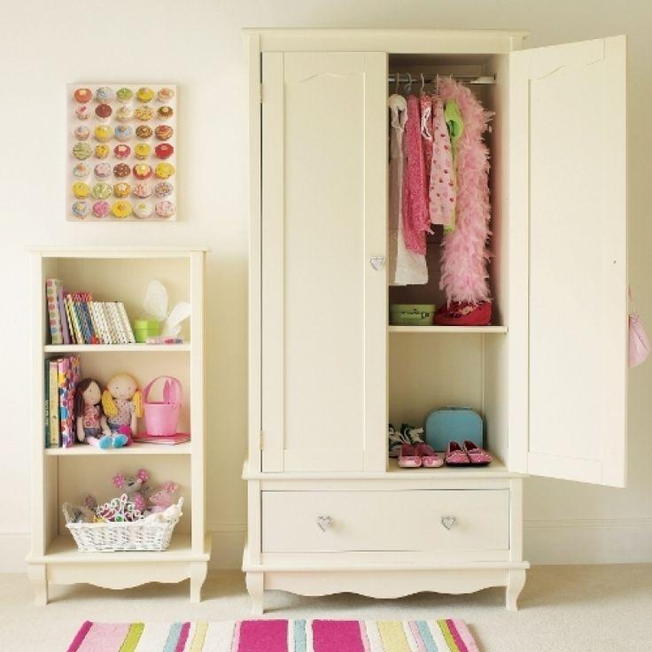 Lemari Baju Anak Princess Cantik White atau lemari pakaian anak 2 pintu ini diproses menggunakan kayu mahoni dan warna cat duco putih