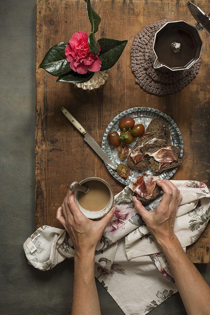 Breakfast¡¡¡¡ Pantumaca. Iberian Ham, Spanish Olive Oil and tomato, with coffe and milk. Delicious. Desayuno. Pantumaca, Jamón ibérico, Aceite de Oliva Virgen Extra Español y tomate restregado regado con café con leche¡¡