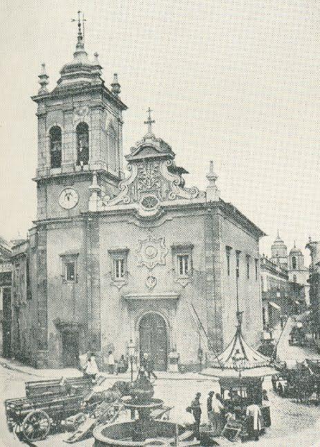 Há muito que estou para fazer este post sobre os azulejos da Igreja de Santa Rita, uma pequena jóia sufocada no meio dos imensos e feiosos p...