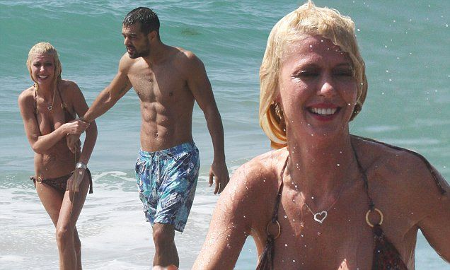 Tara Reid parades skinny bikini body on beach date with new boyfriend