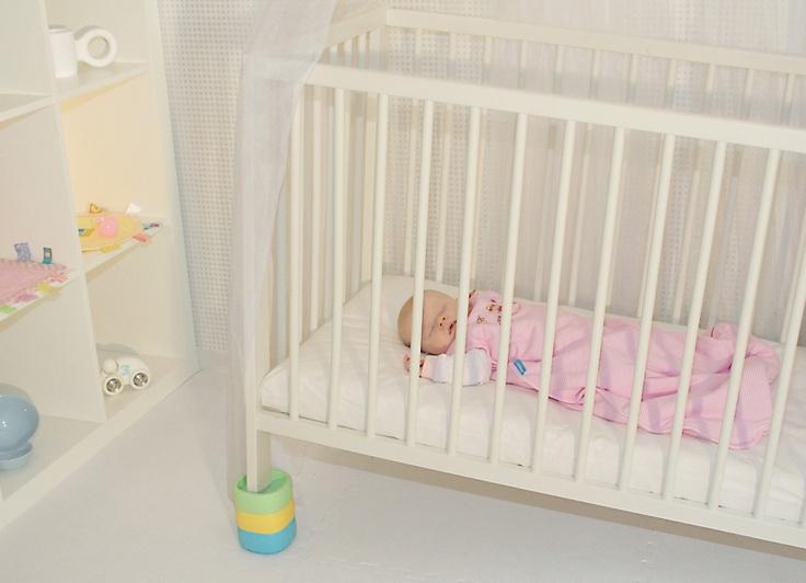 Blocs rehausseurs de Space Babies - Surélevez le lit de votre bébé de façon sécuritaire lorsqu'il est enrhumé ou souffre d'une otite.