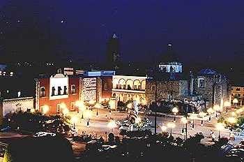 Plaza de los Fundadores in Irapuato, Guanajuato, Mexico - Tour By Mexico © http://www.tourbymexico.com/guana/irapuato/irapuato.htm