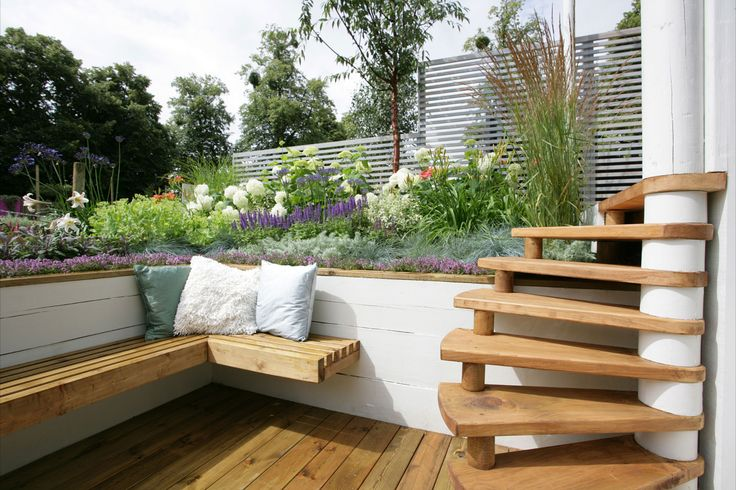 Modern & Simple Backyard Garden=like the stairs