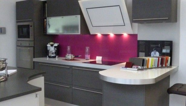 cuisine grise et fushia cuisine pinterest cuisines grises fushia et gris. Black Bedroom Furniture Sets. Home Design Ideas