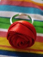 DIY rose ring: Crafts Ideas, Rings Tutorials, Ribbons Flowers, Red Rose, Diy Rings, Ribbons Rosette, Rose Rings, Ribbons Rings, Flowers Rings