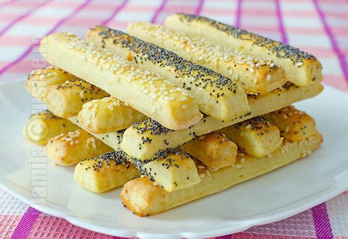 Reteta de saratele cu branza este minunata atunci cand avem pofta de gustare. Ceva usor sarat, crocant, cu gust de branza. Mi-au venit in gand saratelele.