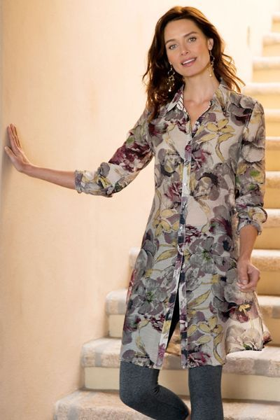 Perfectly transitional, our silky-touch tunic in a modern muted watercolor print looks equally chic as a shirtdress or a tunic over leggings. Styled with long button-cuff slee