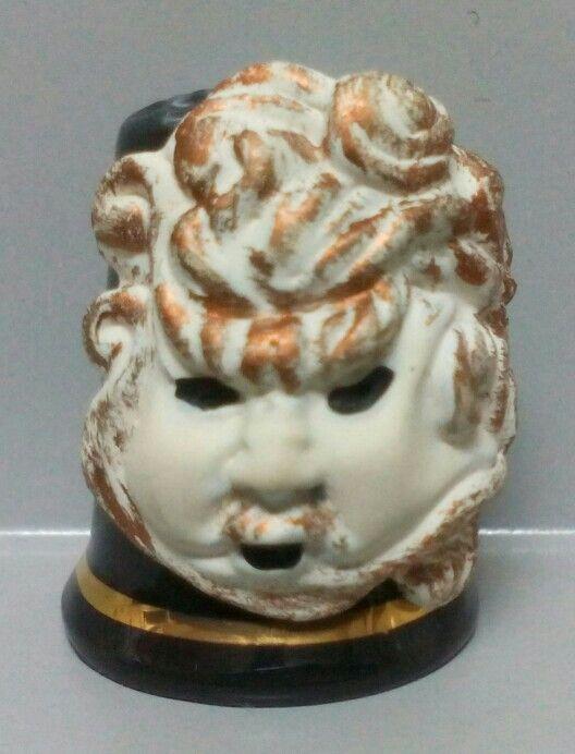 Eolus, dedal de porcelana con máscara de estaño pintado a mano
