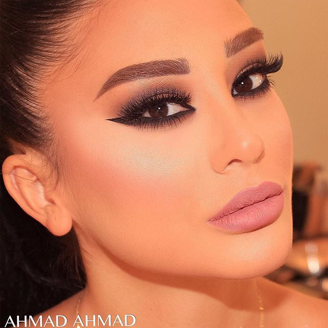 Flash back to I glam smokey look that I adore #smokeyeyes #ahmadahmadartist #makeupartist #skteam #sk #samerkhouzami #beauty #glam #glamour #charming #✨✨✨#Repost #anastasiabeverlyhills #pinkygoatlashes