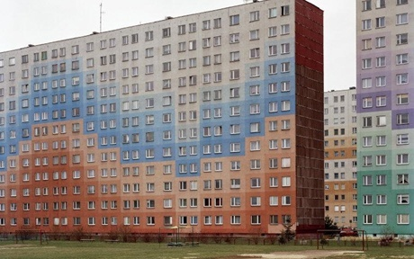 To wyglada jak ulica Pelczara w Rzeszowie .... POLAND. Rzeszow  Housing blocks, repainted. December 2004.  © Mark Power/Magnum Photos