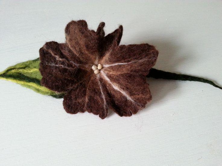 filcowa broszka kwiat, wet felted  flower brooch