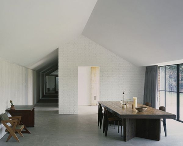 : White Bricks, David Kohn, Spaces, Dining Table, Interiors, House, Stable Acre, Kohn Architects, Concrete Floors