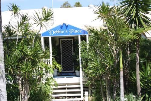 Hotel. $111 per night.  Debbie's Place in Rainbow Beach, Australia - Lonely Planet