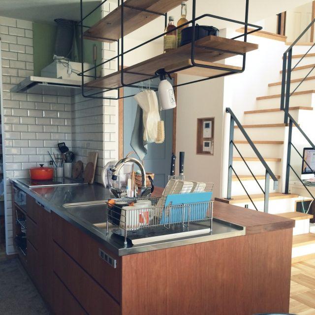 Akiさんの、DIY,パーケット,タイル,ナラ無垢床,吹き抜けのある家,toto,ステンレス天板,ステンレスシンク,男前,施主施工,旦那が家具職人,オーダーキッチン,造作キッチン,サブウェイタイル,メトロタイル,リビング階段,アイアン棚,ラバーゼ,キッチン,のお部屋写真
