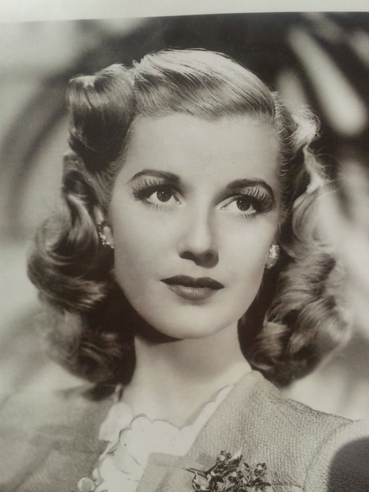 Pure Forties style, Actress Anita Louise and her lovely hair, 1940s.
