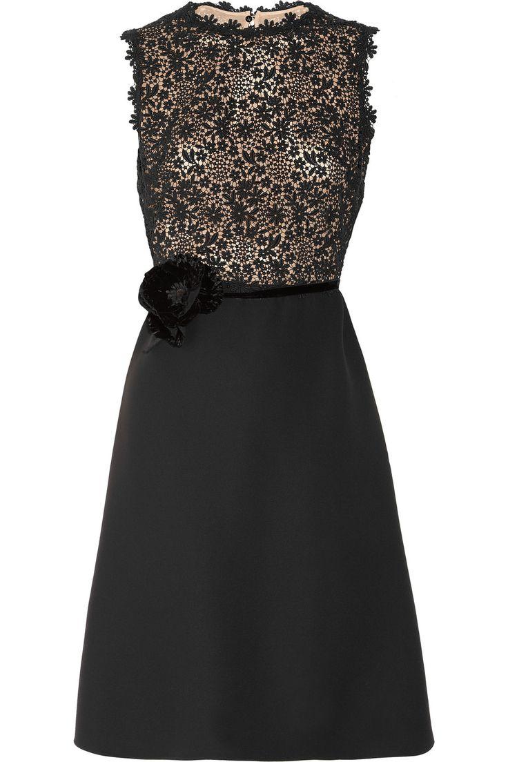 El siempre útil vestido negro by Valentino