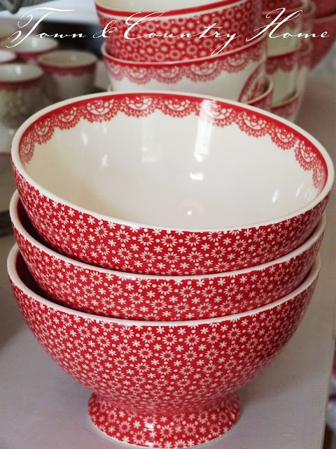Greengate bowls - would be sweet for warm pumpkin pie at Christmas!