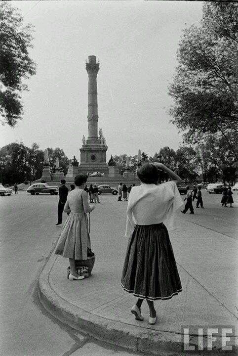 Caída del Angel de la Independencia en el terremoto de 1957 Mexico, Df