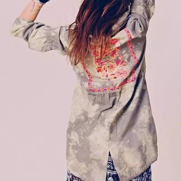 Free People Embroidered Festival Anorak XS Excellent condition- FP parka with embroidery on the back, size XS Free People Jackets & Coats