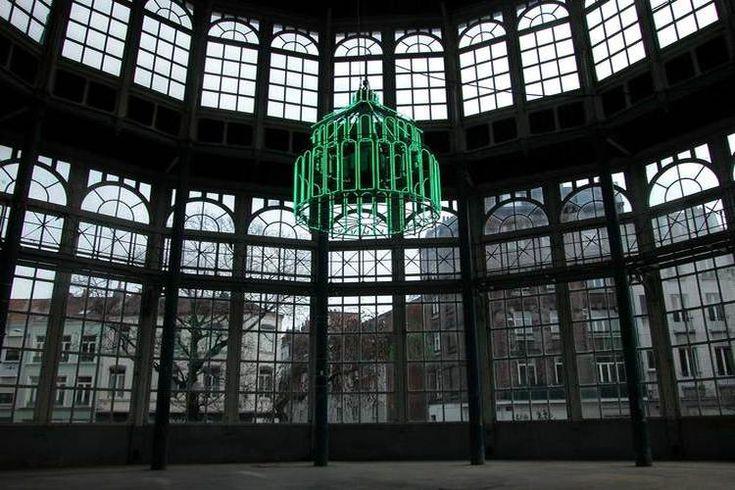 SARKIS, Lille, 2004 ▪︎ Capitale européenne de la culture en 2004, la métropole du Nord a souhaité faire émerger au carrefour de l'Europe quatre oeuvres in situ à la hauteur de son engagement pour le développement urbain et artistique. Art Entreprise a donc fait intervenir quatre artistes internationaux en quatre points stratégiques de la ville.
