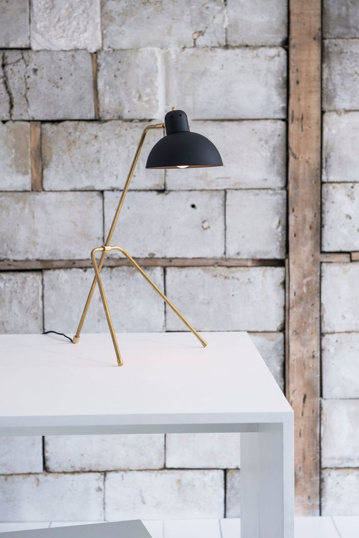Spectacular Grue Petite Table Lamp